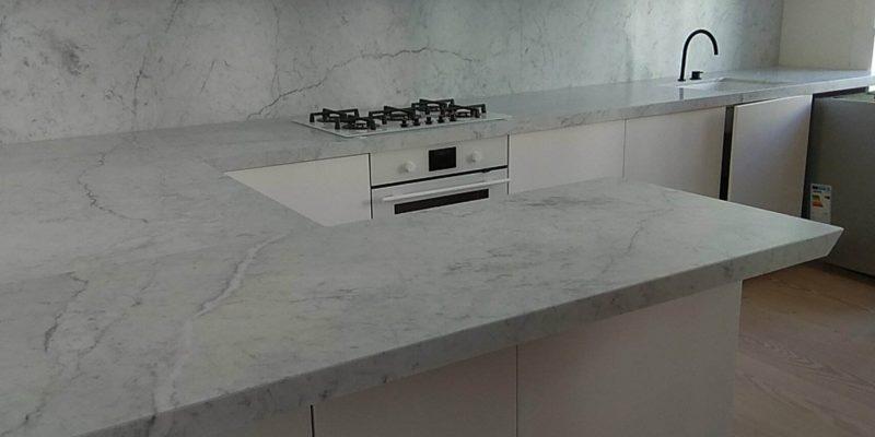 Benkeplater av marmor er fortsatt på moten!